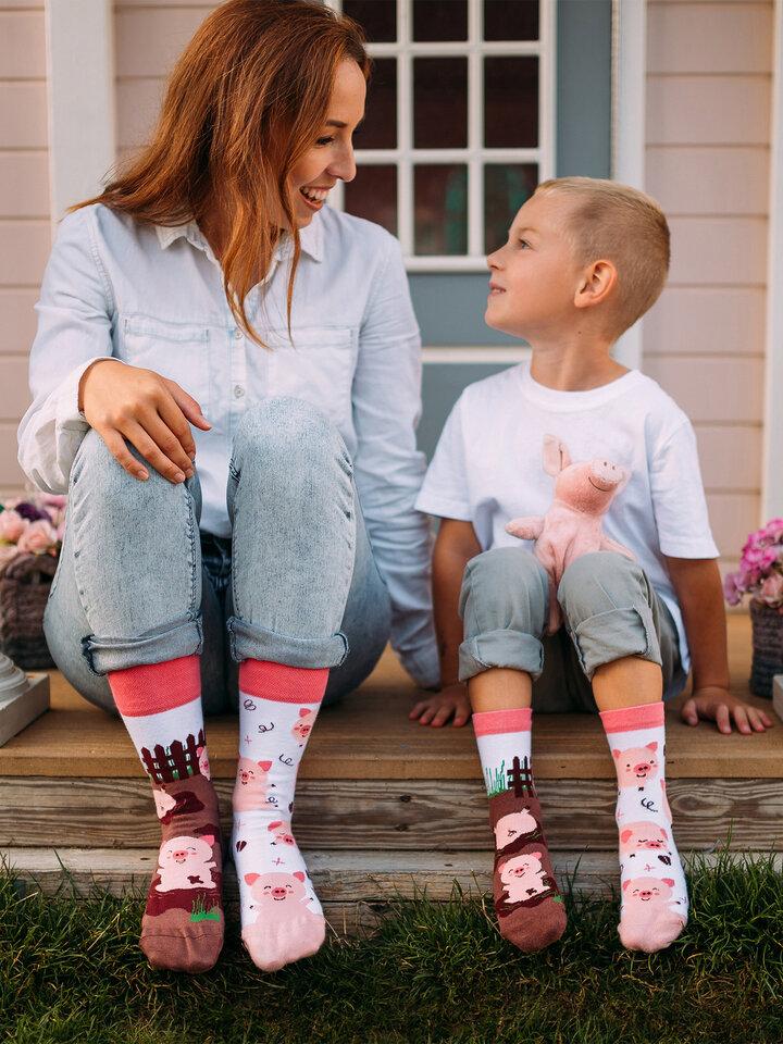 Potešte sa týmto kúskom Dedoles Regular Socks Happy Pigs