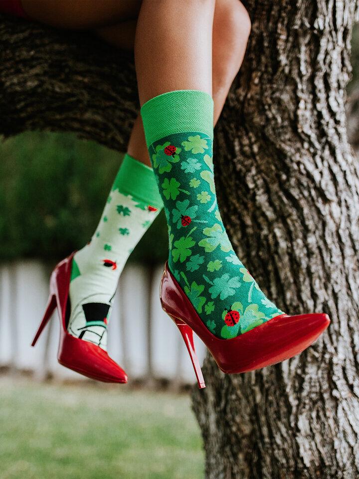 Potěšte se tímto kouskem Dedoles Veselé ponožky Čtyřlístek pro štěstí