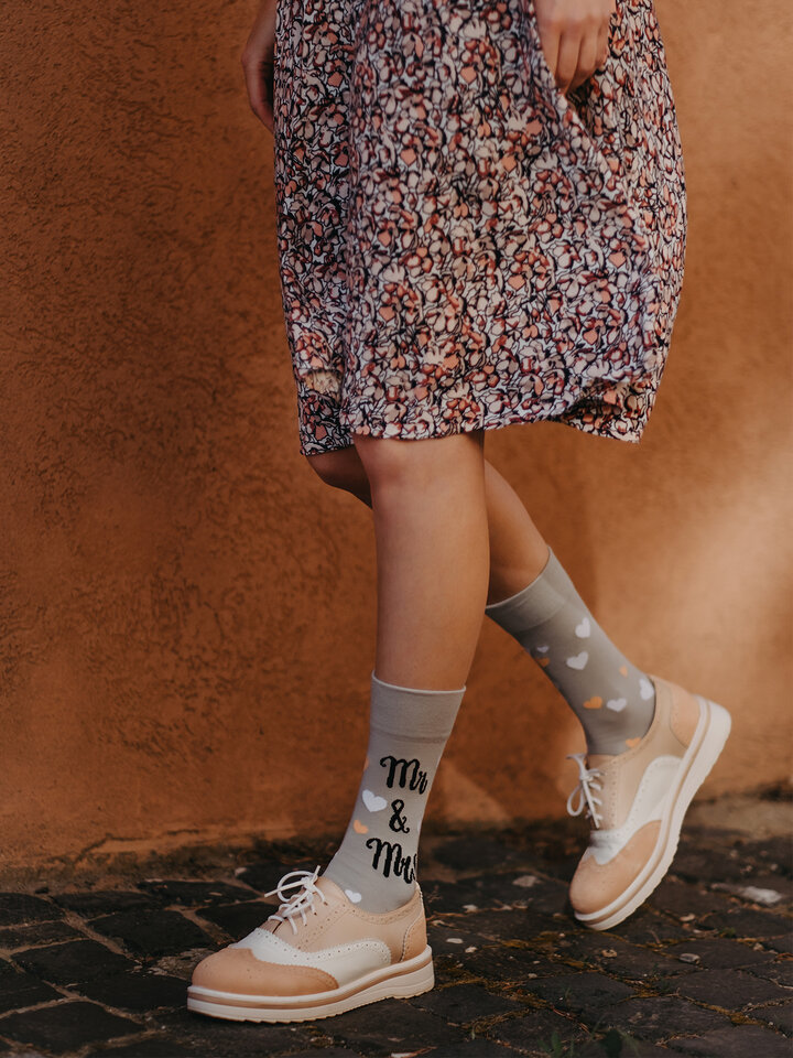 Potešte sa týmto kúskom Dedoles Весели чорапи Сватбени котки