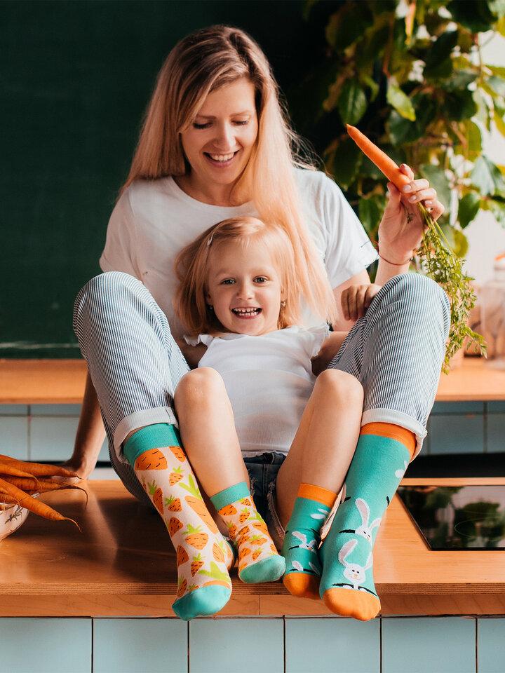 Potešte sa týmto kúskom Dedoles Veselé ponožky Mrkva a zajac