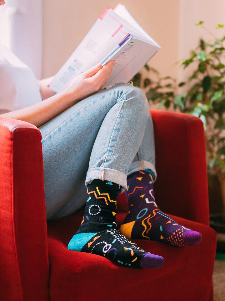 Tip na dárek Veselé sportovní ponožky Retro geometrie