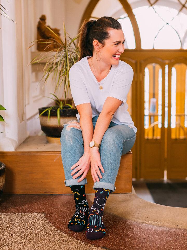 Výjimečný dárek od Dedoles Veselé sportovní ponožky Retro geometrie