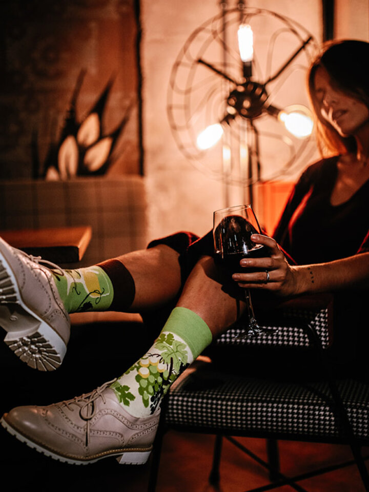 Pre dokonalý a originálny outfit Весели чорапи Бяло вино