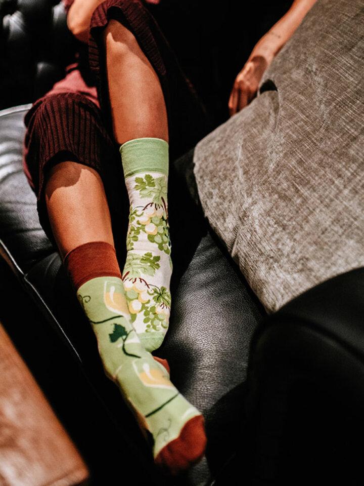 Potešte sa týmto kúskom Dedoles Весели чорапи Бяло вино