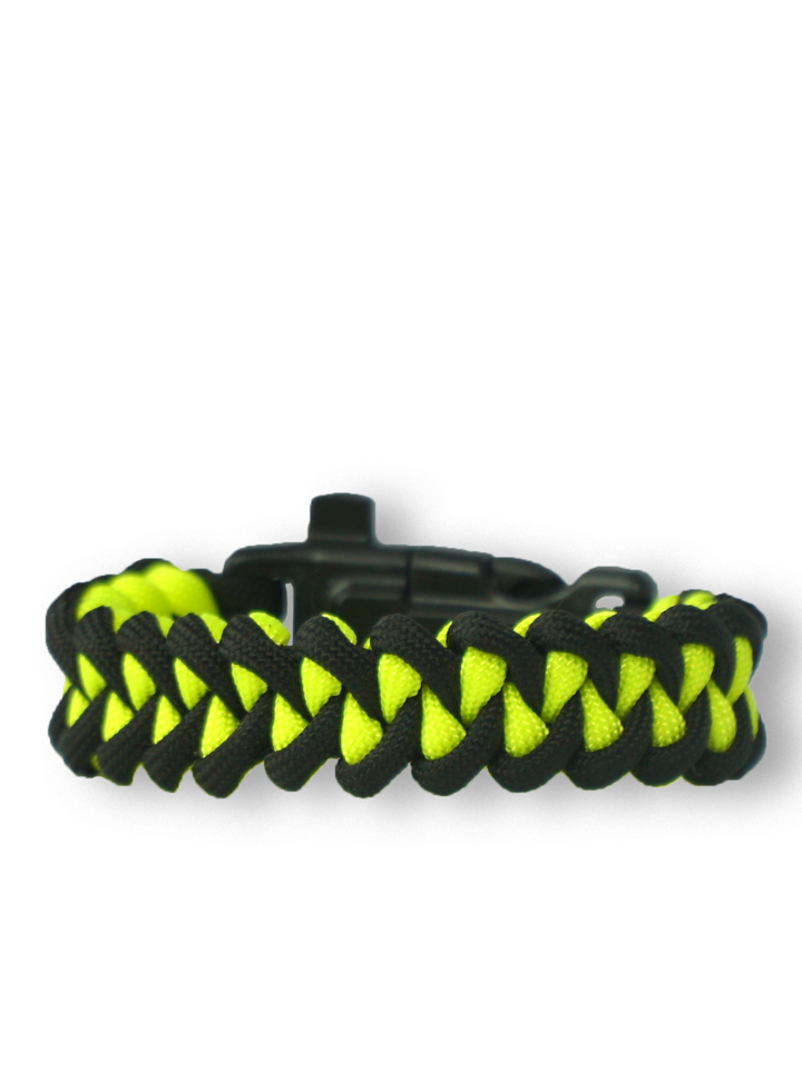 Lifestyle foto Zwart & geel Paracord-armband Haai met vuurstarter, kompas en fluitje