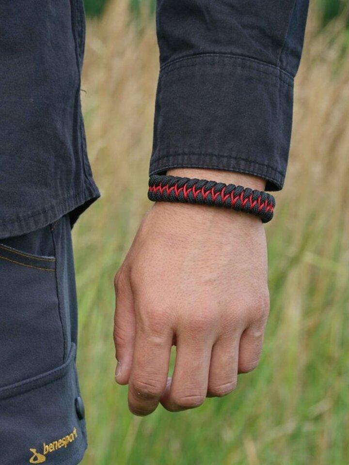 Geschenktipp Paramicord Survival Armband Fisch X schwarz-rot
