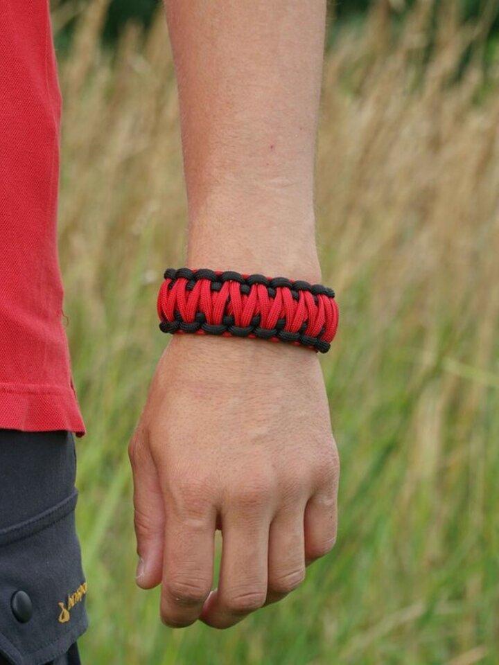 Tip na darček Survival náramok - červeno čierny