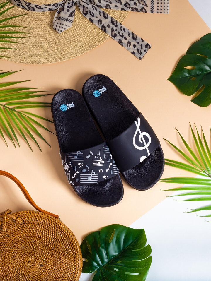 Pre dokonalý a originálny outfit Slides Music