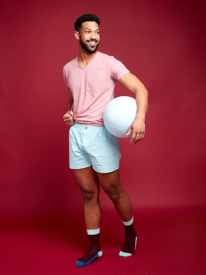 Lifestyle-Foto Kristallblaue Shorts für Männer