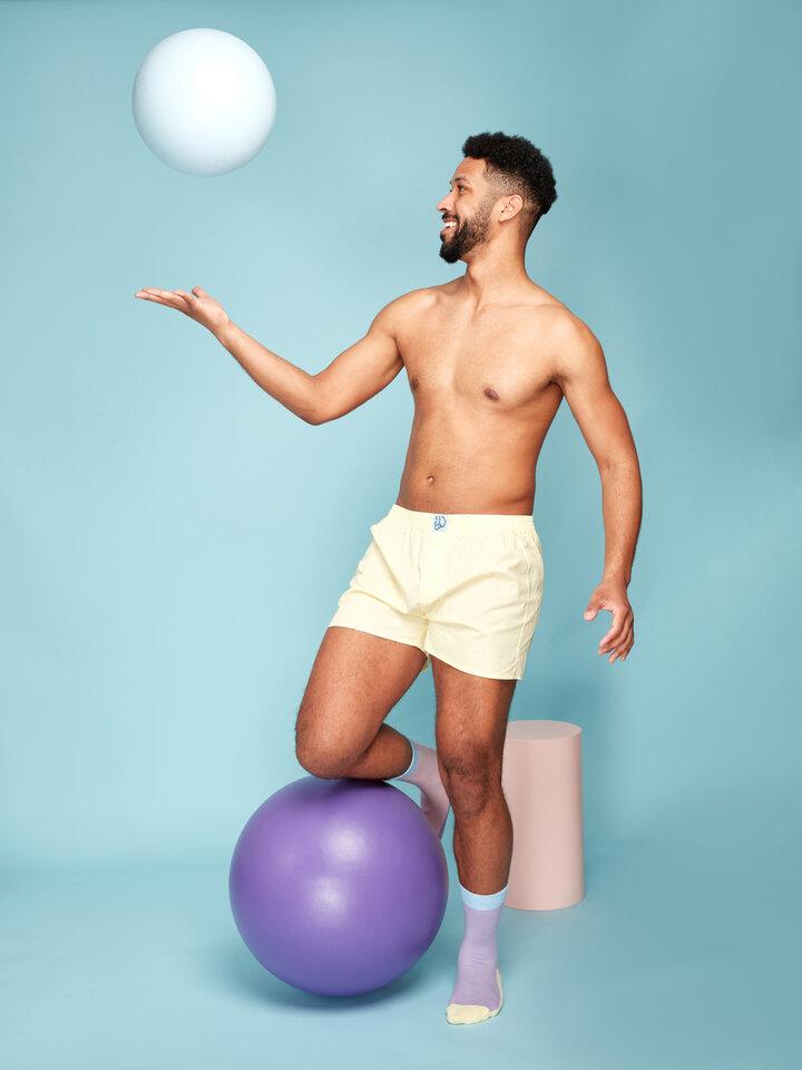 für ein vollkommenes und originelles Outfit Pastellgelbe Shorts für Männer