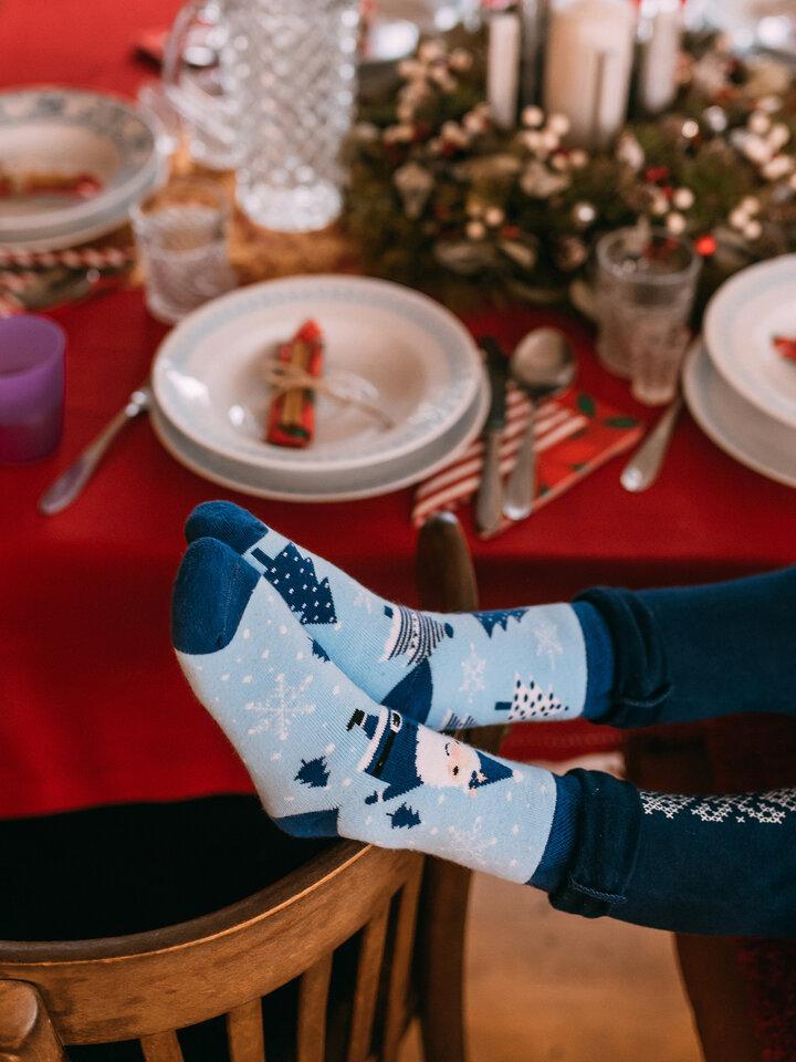 Výnimočný darček od Dedoles Chaussettes chaudes rigolotes pour enfants Père Noël bleu