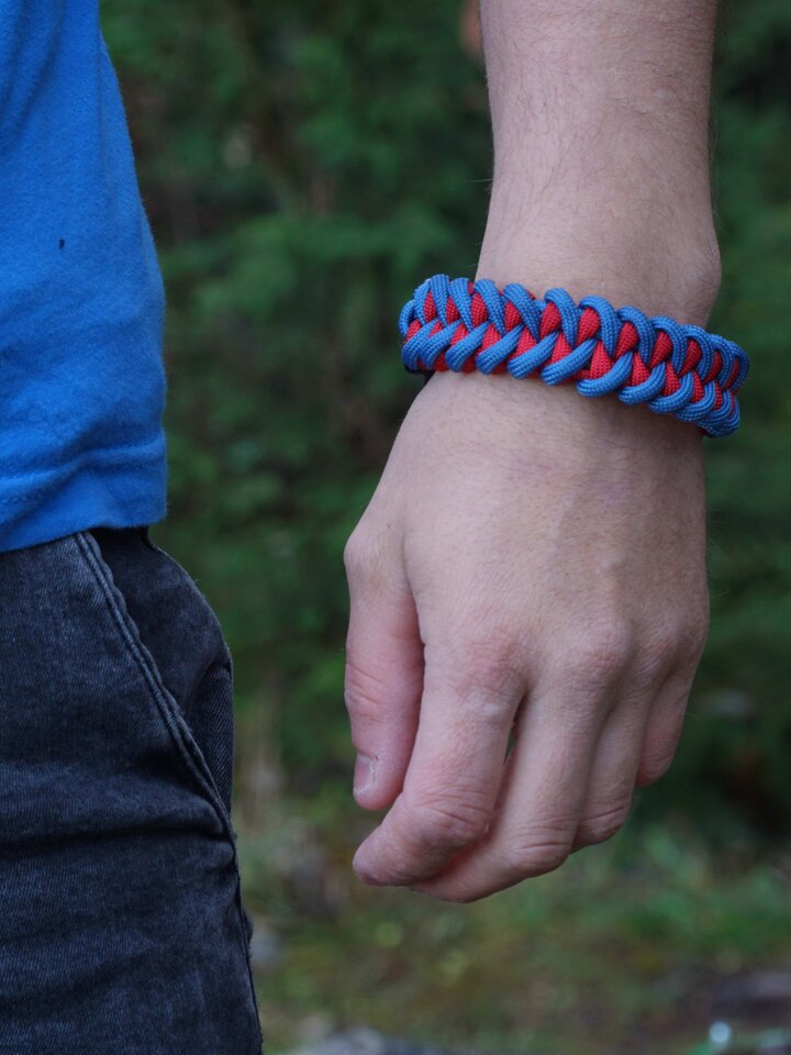 Geschenk von Dedoles Blau-rotes Paracord Armband mit Feuerschläger, Kompass und Pfeife Shark