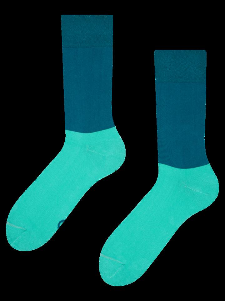 Hľadáte originálny a nezvyčajný darček? Obdarovaného zaručene prekvapí Modro-tyrkysové ponožky Rovnováha
