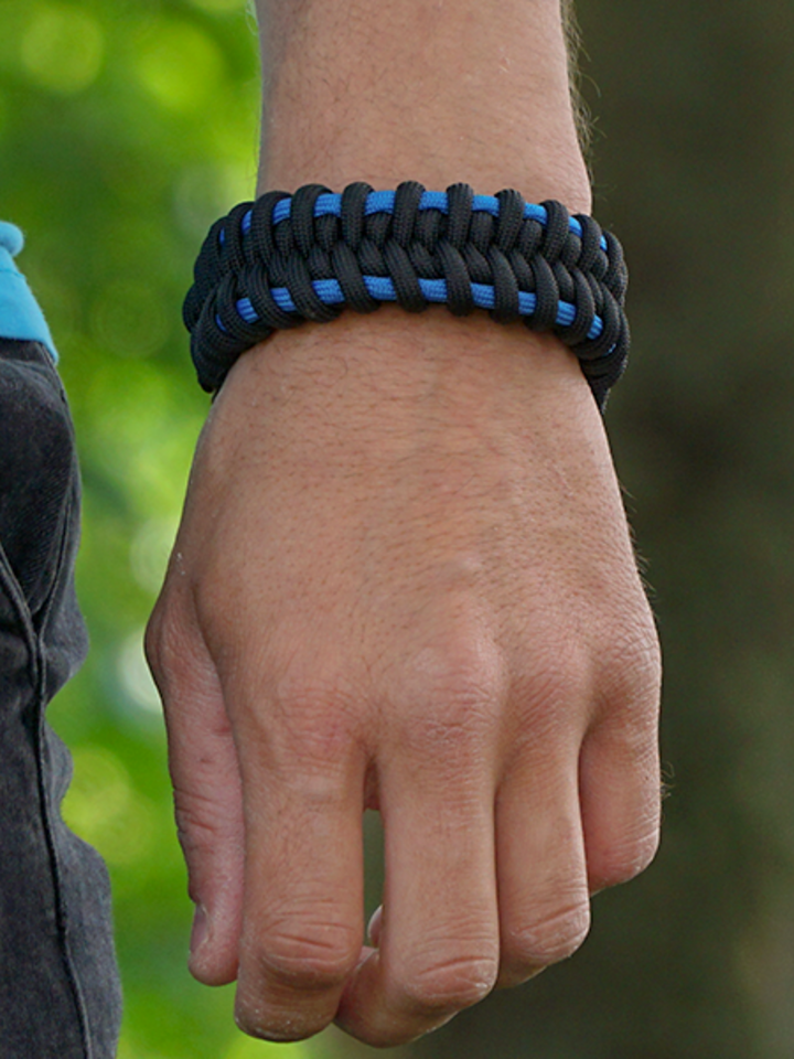 Looking for an original and unusual gift? The gifted person will surely surprise with Black & Blue Paracord Bracelet Dubble Track With Fire Starter, Compass and Whistle