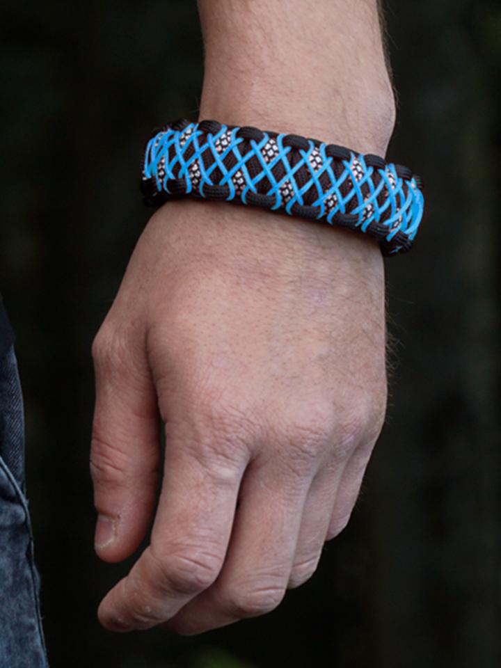 Obrázok produktu Bracelet en paracorde noir et bleu Galaxy avec allume-feu, boussole et sifflet