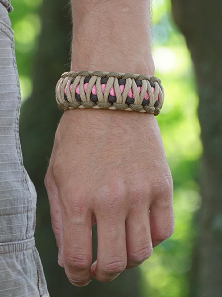 Potešte sa týmto kúskom Dedoles Bracelet en paracorde Multicam W avec allume-feu, boussole et sifflet