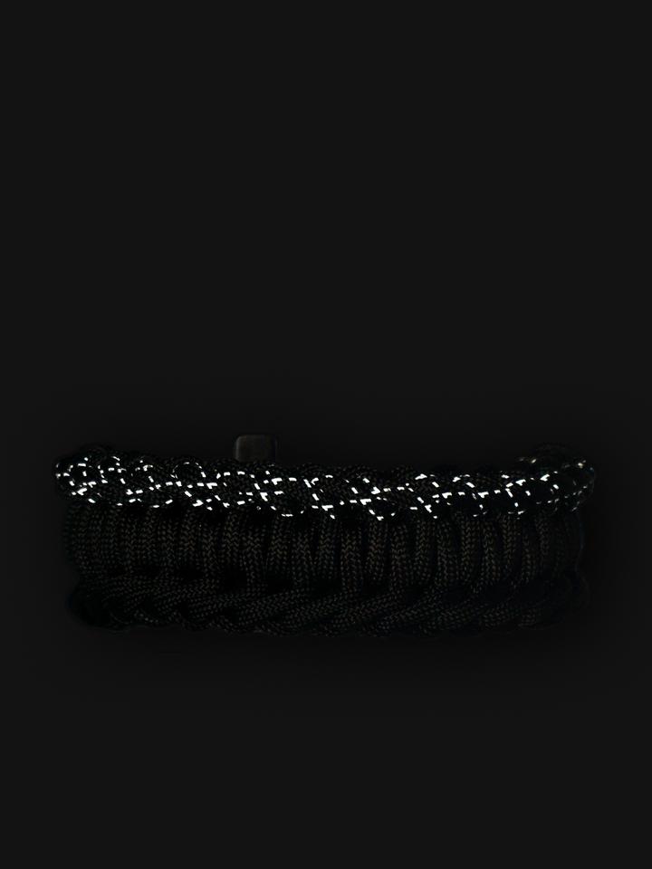 Potešte sa týmto kúskom Dedoles Black Paracord Bracelet SalvadoraWith Fire Starter, Compass and Whistle