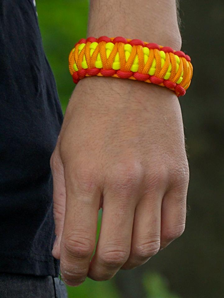 Pre dokonalý a originálny outfit Bracelet en paracorde Sunset avec boucle ajustable