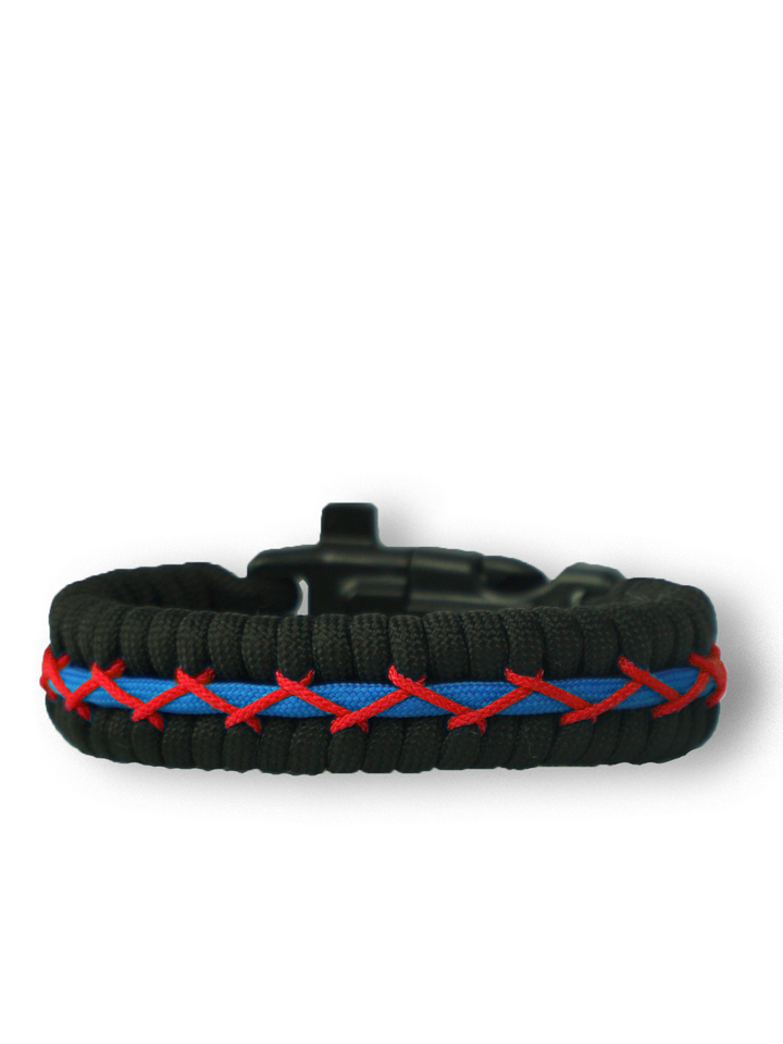 Potešte sa týmto kúskom Dedoles Black, Red & Blue Paracord Bracelet Track With Fire Starter, Compass and Whistle
