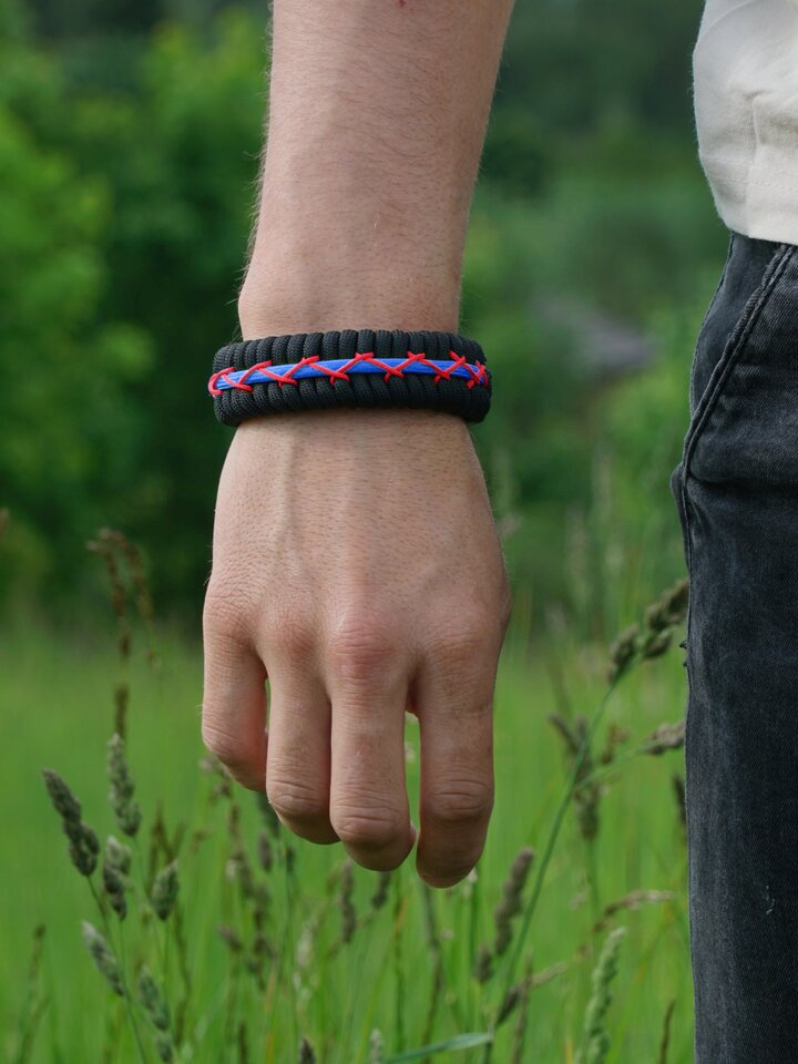 Looking for an original and unusual gift? The gifted person will surely surprise with Black, Red & Blue Paracord Bracelet Track With Fire Starter, Compass and Whistle
