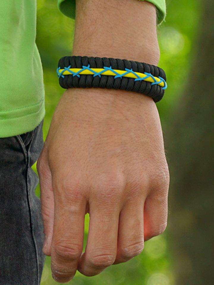 Obrázok produktu Zwart, geel & blauw Paracord-armband Track met vuurstarter, kompas en fluitje