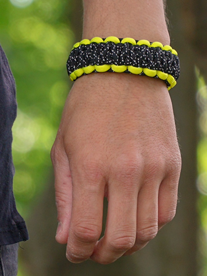 Obrázok produktu Bracelet en paracorde réfléchissant Night Line avec boucle ajustable