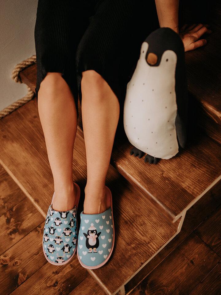Pre dokonalý a originálny outfit Veselé papuče Tučniak na korčuliach