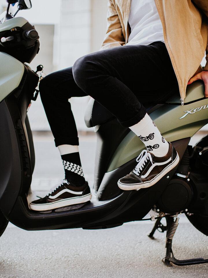 Potešte sa týmto kúskom Dedoles Chaussettes rigolotes Motocyclette