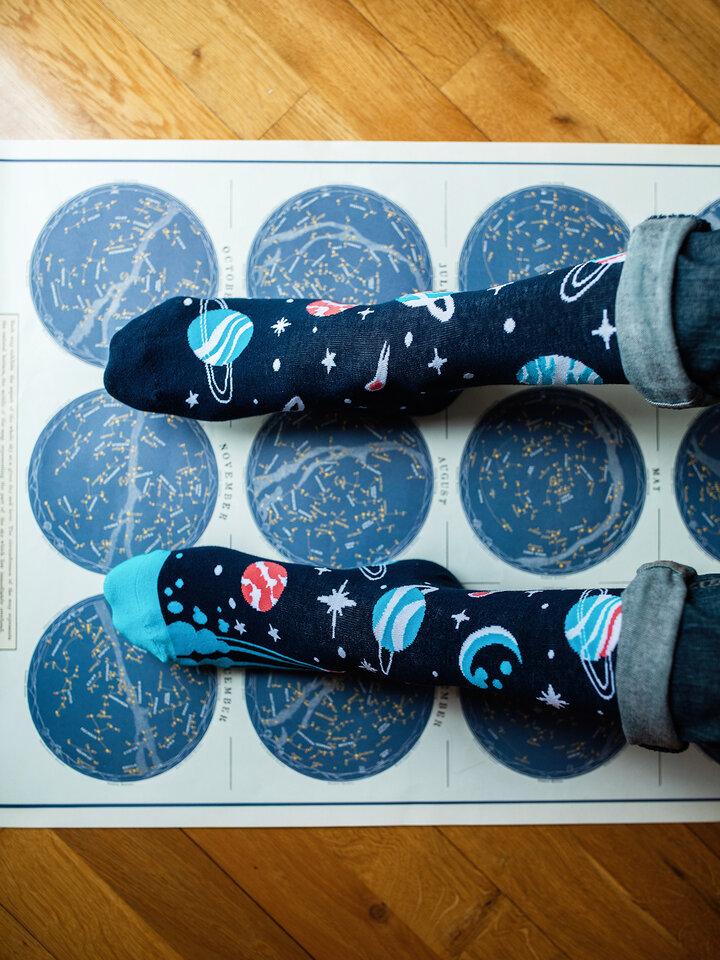 Bereiten Sie sich Freude mit diesem Dedoles-Stück Lustige Socken Planeten