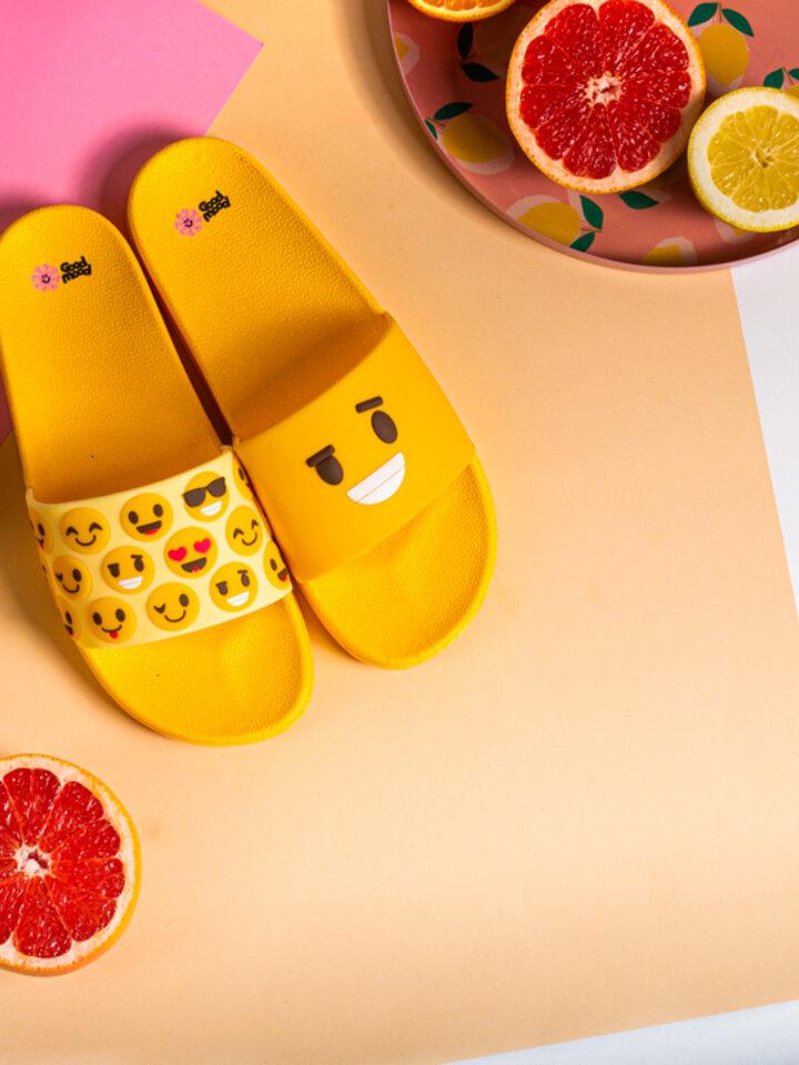 Potěšte se tímto kouskem Dedoles Veselé pantofle Smajlíky