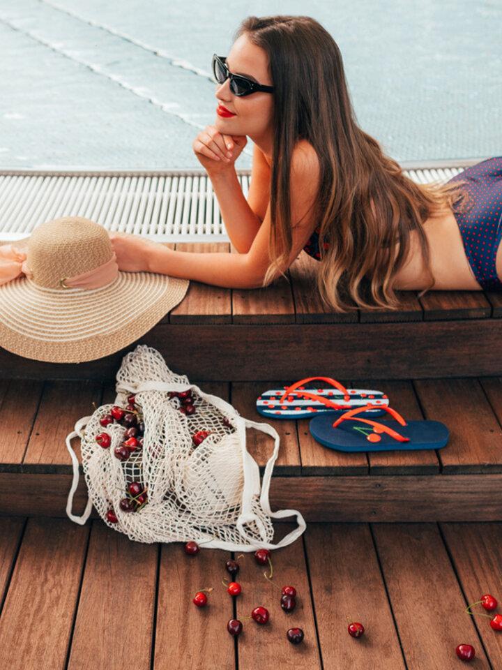 Potešte sa týmto kúskom Dedoles Bikini Bottom Cherries