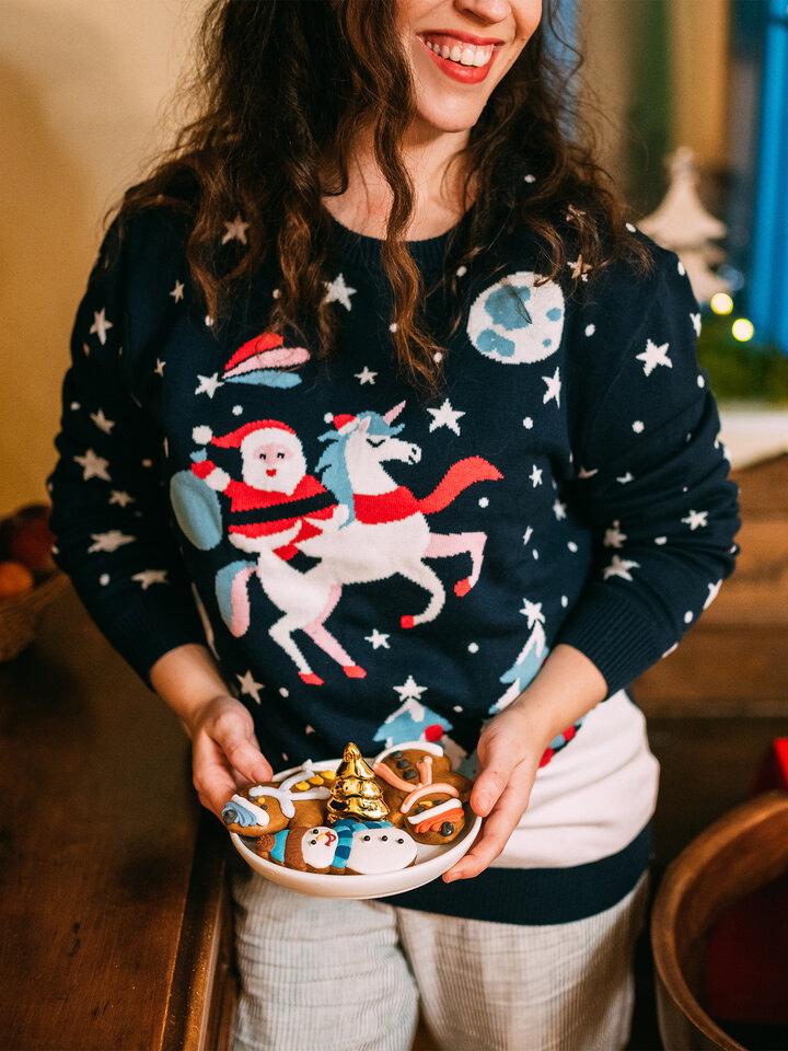 Kedvezmény Vidám karácsonyi pulcsi Télapó és egyszarvú