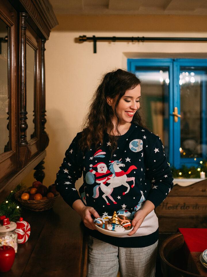 Pre dokonalý a originálny outfit Živahni božični pulover Božiček in samorog