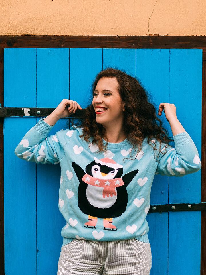 Výpredaj Veseli božićni džemper Pingvin na skateu
