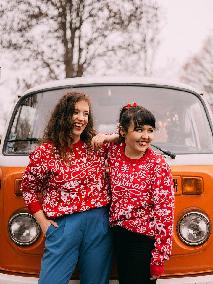 Zdjęcie lifestyle Wesoły sweter świąteczny Wesołych świąt