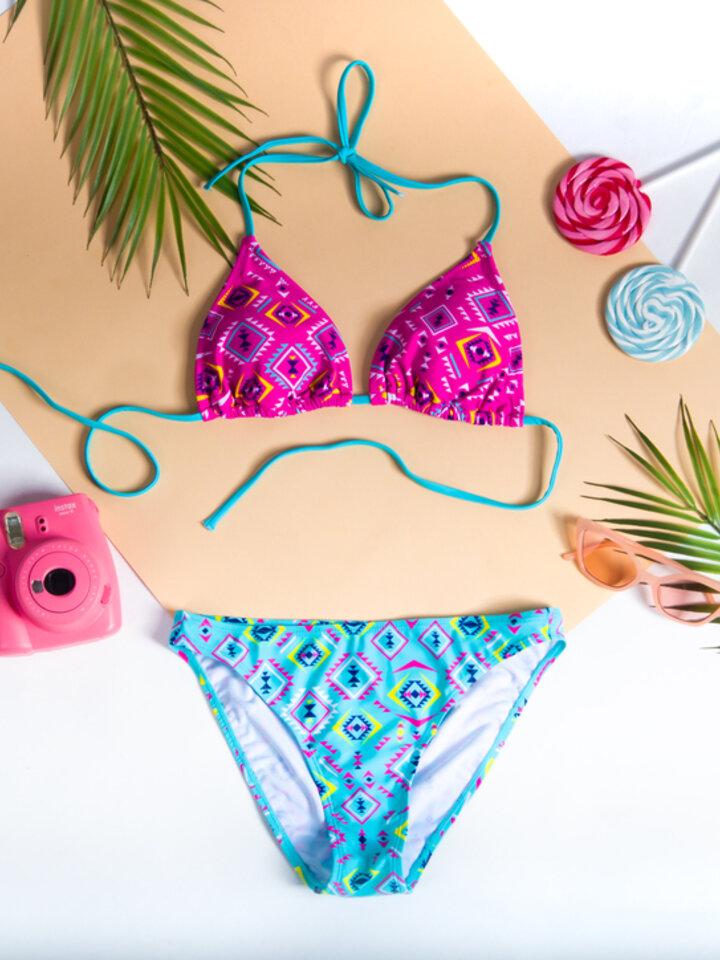 Lifestyle foto Haut de bikini triangulaire rigolo - Aztèque