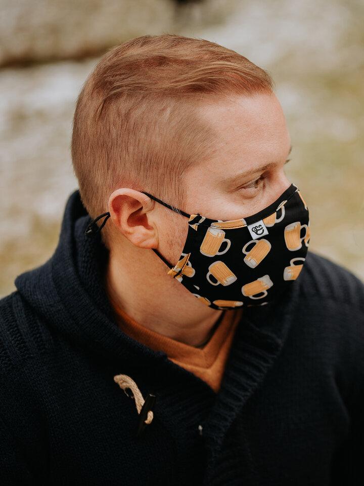 Potešte sa týmto kúskom Dedoles Vesela protibakterijska zaščitna maska Točeno pivo