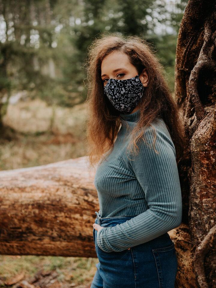 Hľadáte originálny a nezvyčajný darček? Obdarovaného zaručene prekvapí Živahna protibakterijska zaščitna maska Čačke - večja velikost