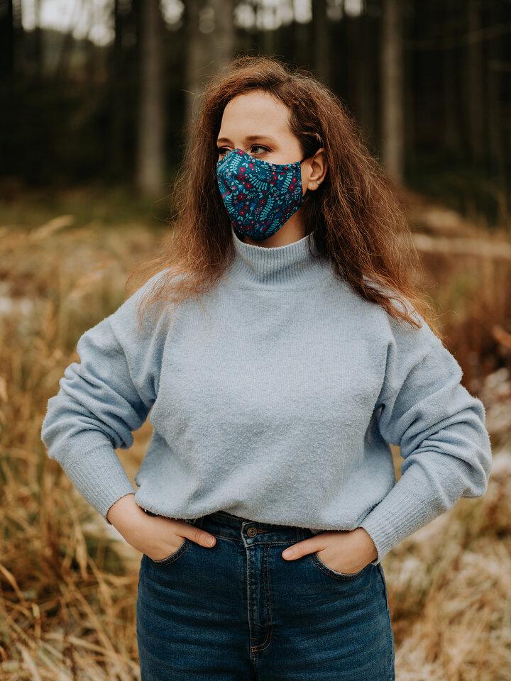 Výnimočný darček od Dedoles Vesela antibakterijska maska za lice Tajni vrt