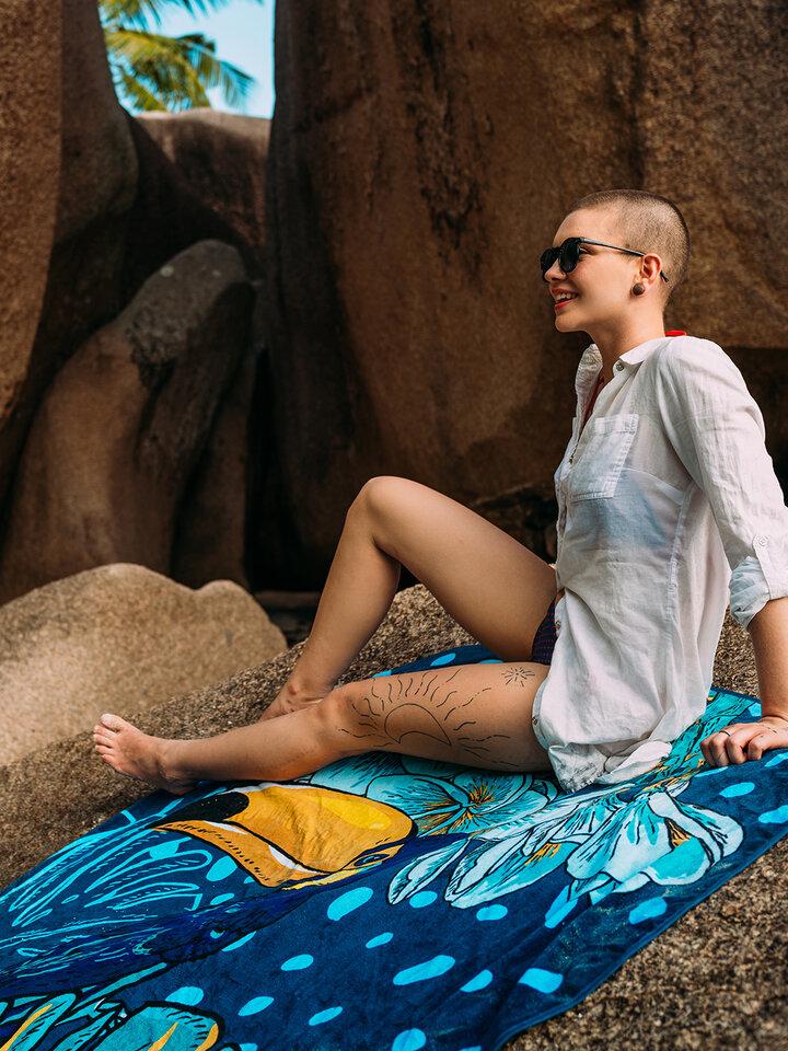 Hľadáte originálny a nezvyčajný darček? Obdarovaného zaručene prekvapí Veselý okrúhly plážový uterák Tropická džungľa