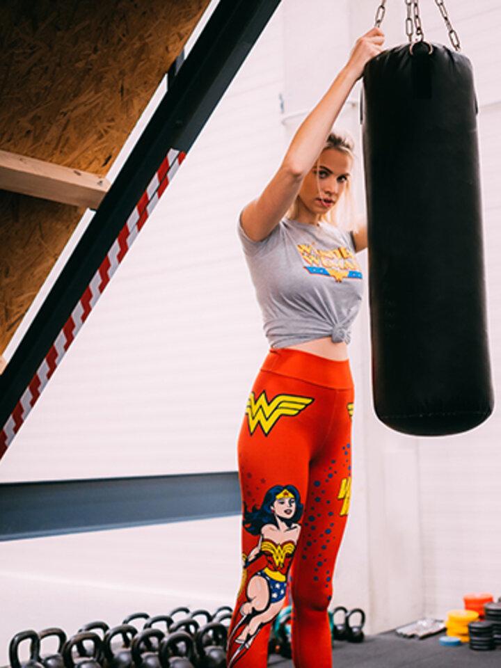Lifestyle foto Veselé legíny Wonder Woman ™ Sila