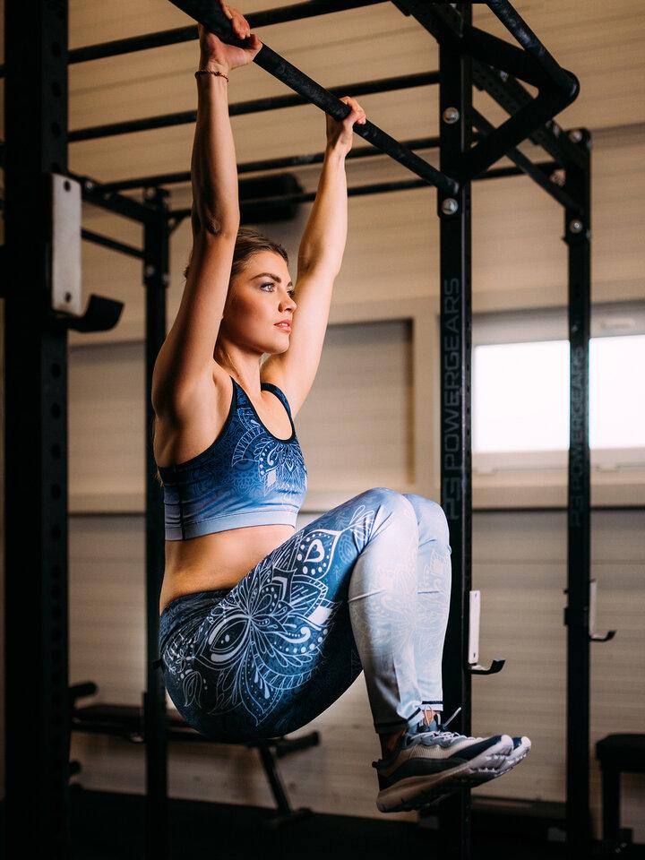 Zdjęcie lifestyle Wesołe legginsy treningowe mandala ombre