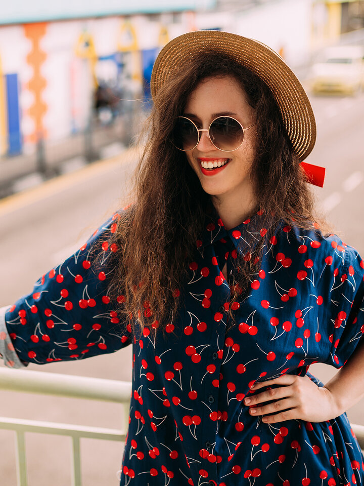 Potešte sa týmto kúskom Dedoles Vesela košulja haljina Trešnje