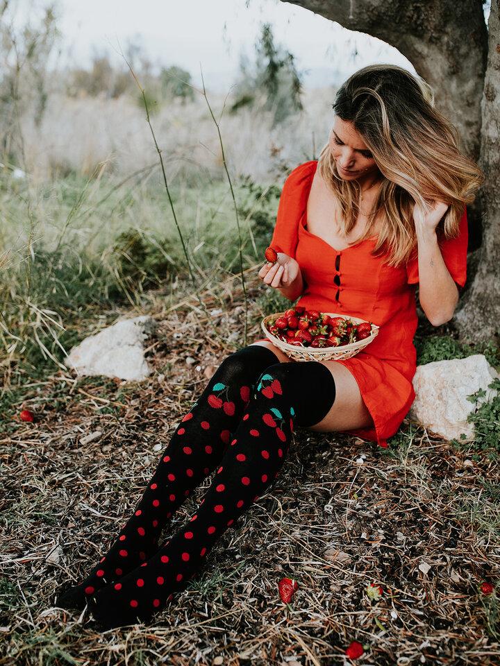 Obrázok produktu Calcetines  alegres por encima de la rodilla Cereza