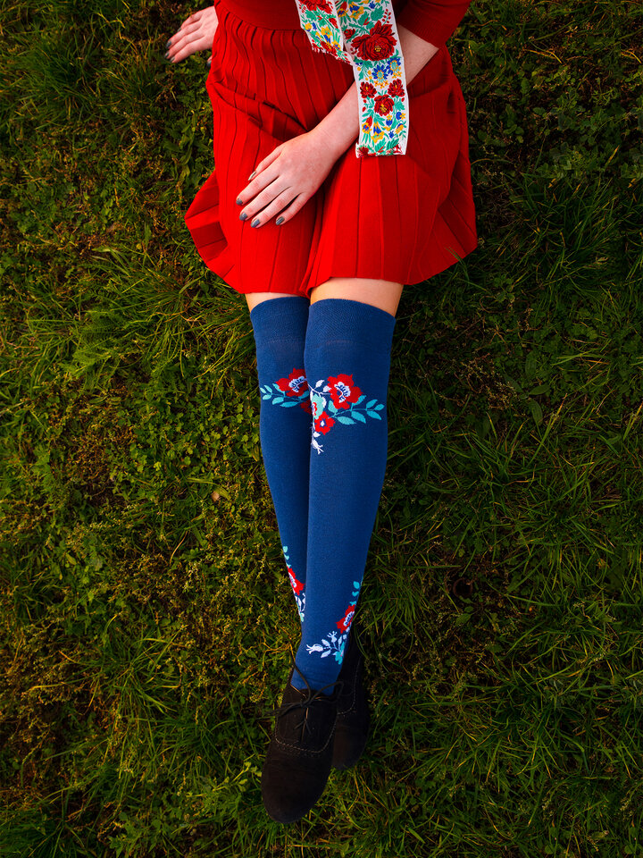 Looking for an original and unusual gift? The gifted person will surely surprise with Over the Knee Socks Wild Flowers