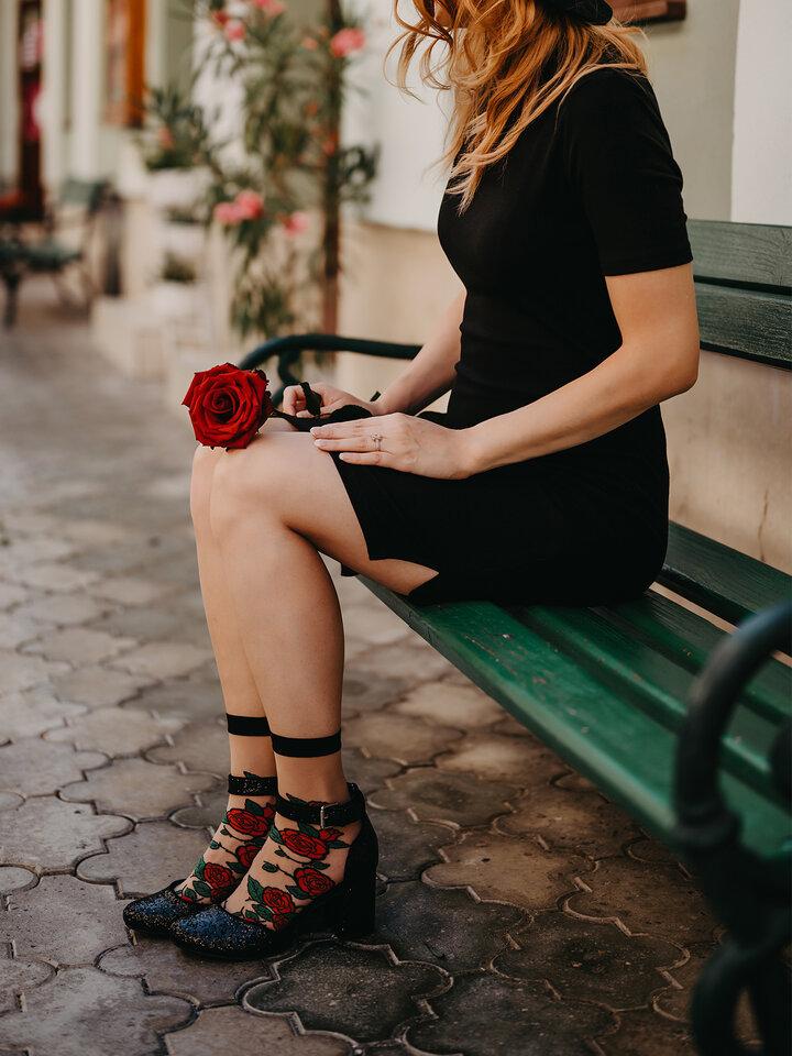 pro dokonalý a originální outfit Veselé silonkové ponožky Červené růže