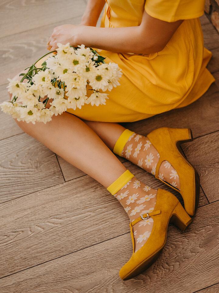 Lifestyle-Foto Lustige Nylonsocken Gänseblümchen