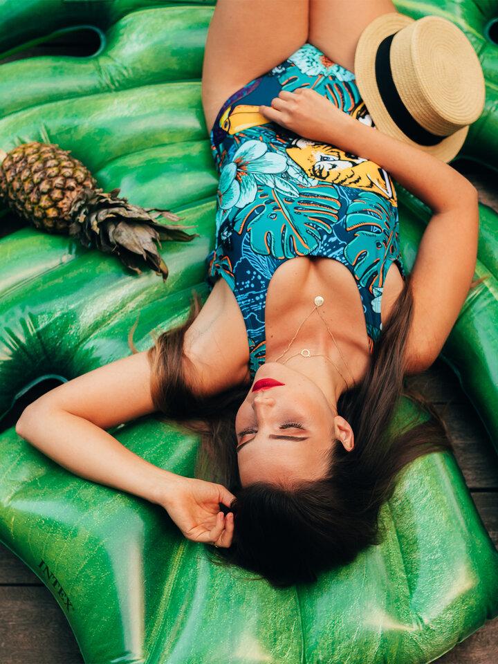 Výpredaj Весел дамски цял бански костюм Тропическа джунгла