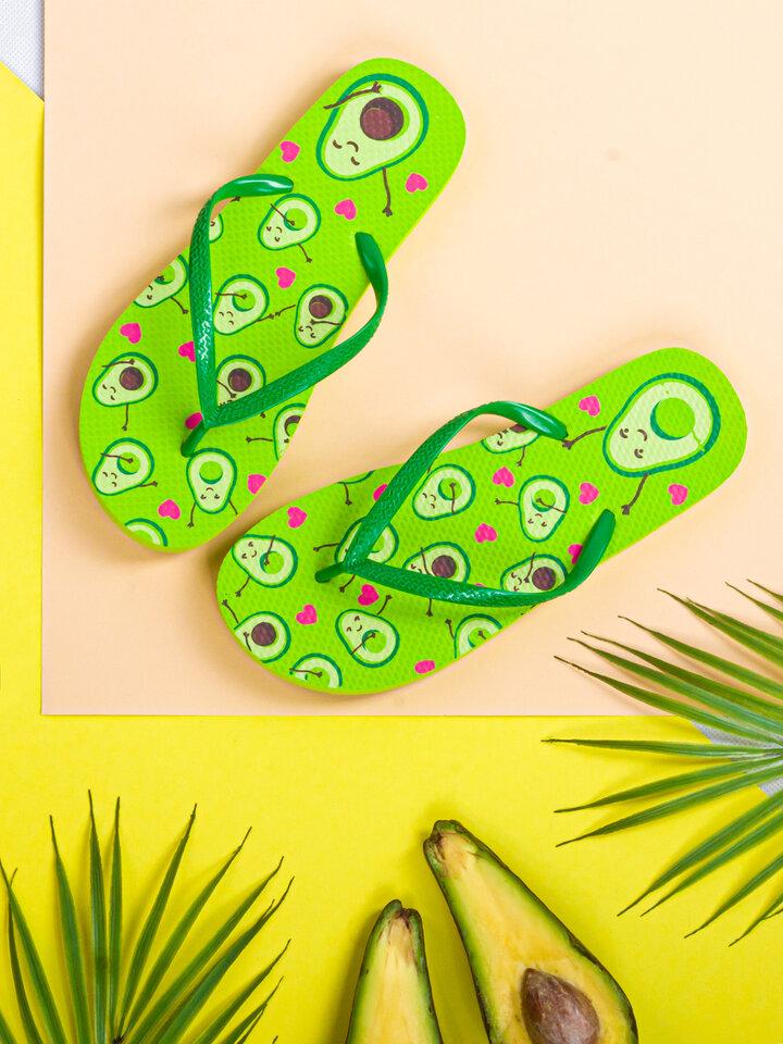 Faceți-vă o bucurie cu acest produs Dedoles Șlapi Veseli Dragoste în stil Avocado