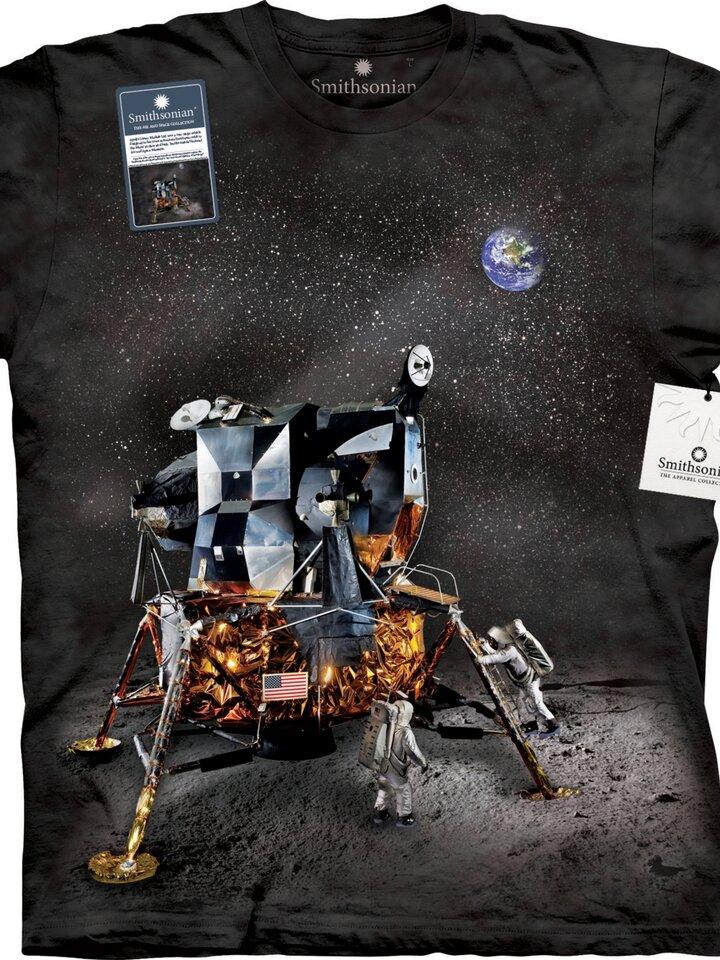 Eredeti és szokatlan ajándékot keres? a megajándékozottat garantáltan meglepi Apollo lunáris modul póló